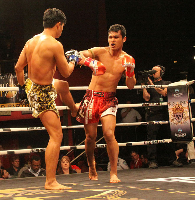 At Lion Fight 35 Kengsiam, left, and Jo Nattawutt during the main event.